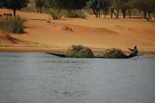le fleuve Niger à Gao au Mali sable